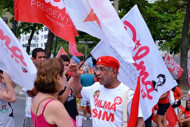 Voters Dilma Rousseff in Copacabana