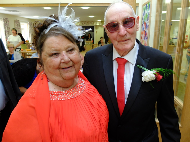 Abbeyfield Kent residents Ted & Gloria marry at Watling Court