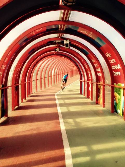 Attacking the hill in the Red Tunnel, Finnieston, Glasgow