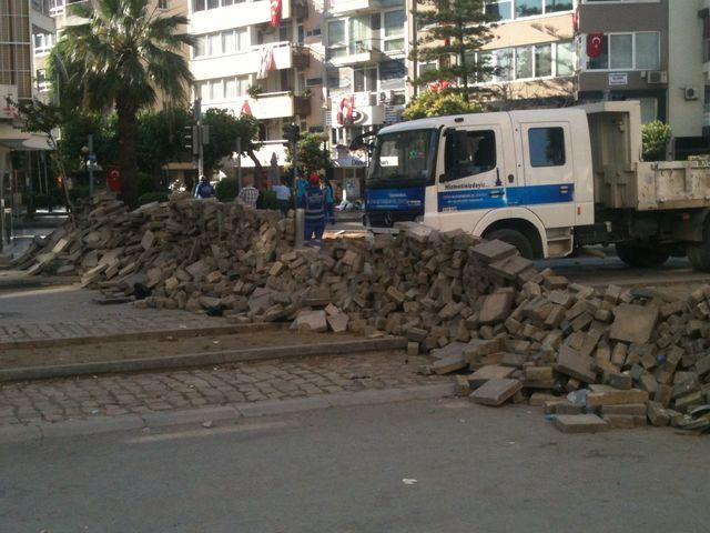 Izmir Alsancak Barricades