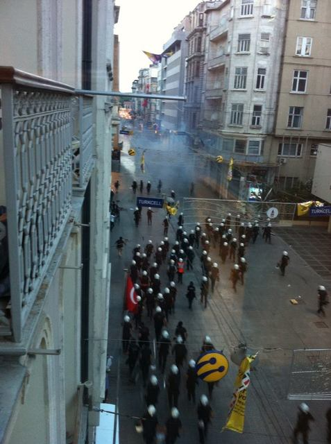 Police chase protestors down Istiklal