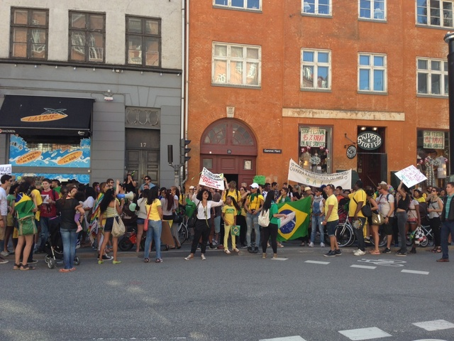 Brazilians in Copenhagen show support to the protests in Brazil