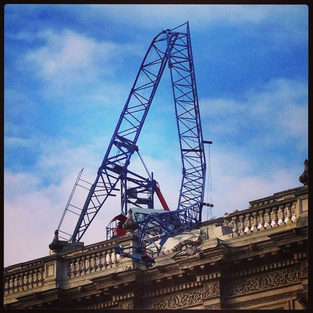 Collapsed crane by 10 Downing St