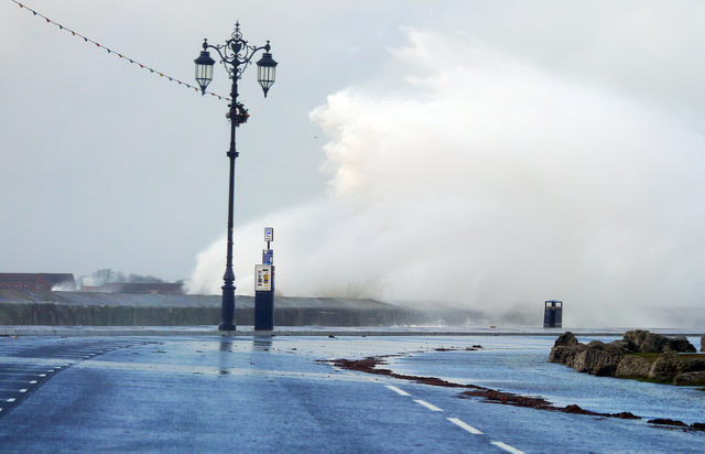 Strong winds and spectacular waves